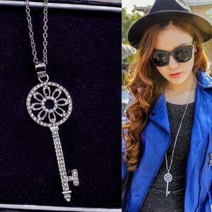 Gorgeous Australian Crystal Silver Key*!!